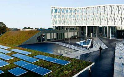 Det offentlige kan nu lægge solceller på sine tage.